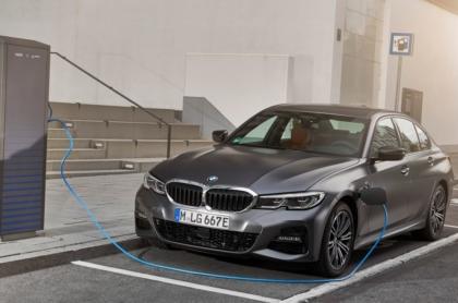 BMW_330e_1_0819-1300x731