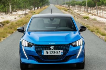 Serienmäßig mit dreiphasigem Lader: Peugeot e-208. Foto: PSA