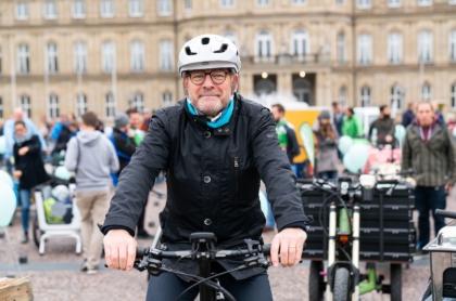 """BW-Verkehrsminister Winfried Hermann: """"Jede Fahrt mit dem Rad oder Pedelec bedeutet selbstaktive Mobilität mit null CO2-Emissionen""""."""